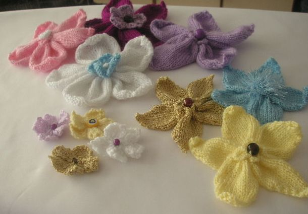 Small Flower Knitting Pattern : Knitted Flowers- Free Pattern knittinggalore